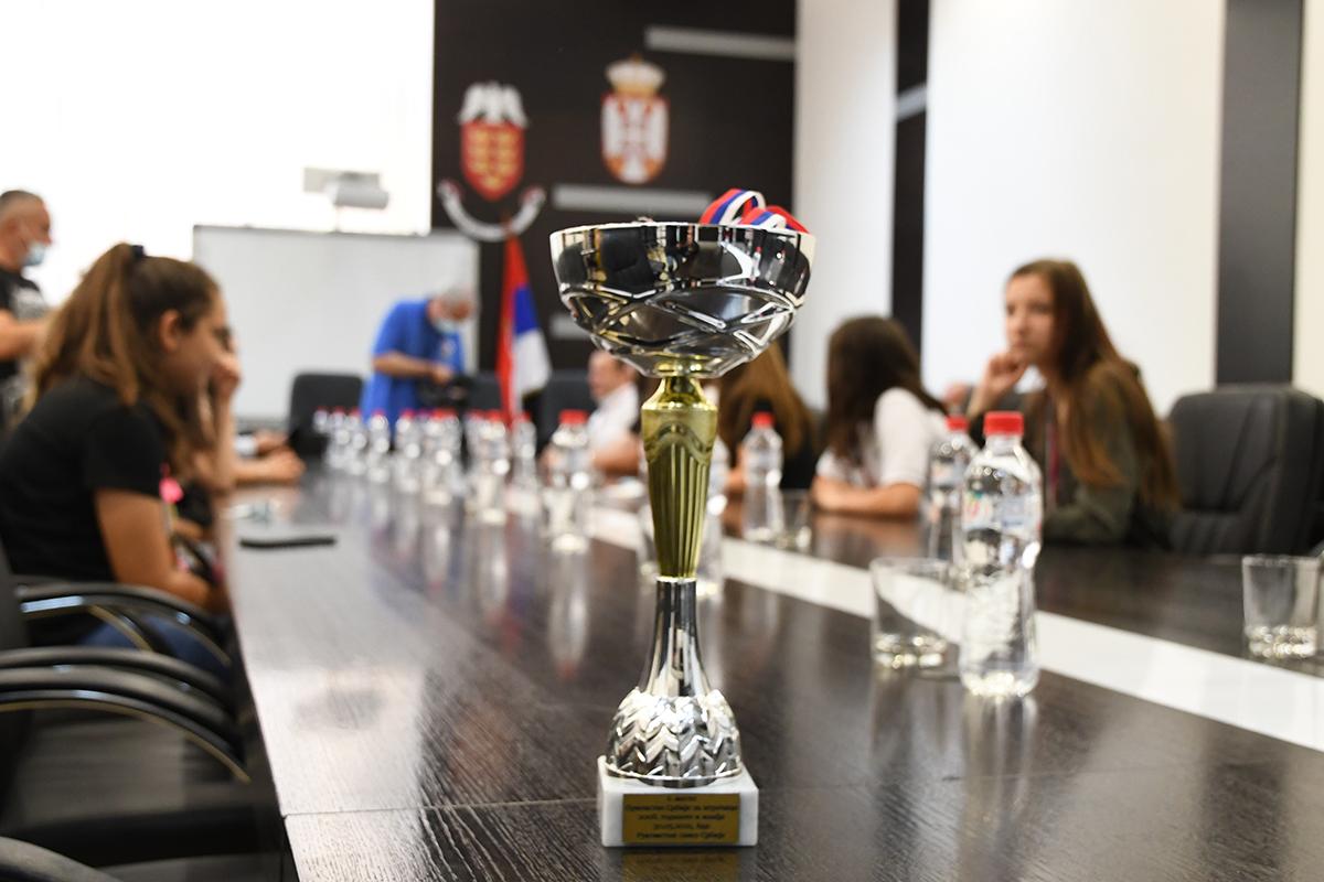 Градоначелник угостио државне првакиње Србије – рукометашице краљевачког Металца